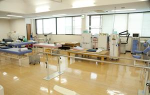 最先端の器具が揃うリハビリテーション室
